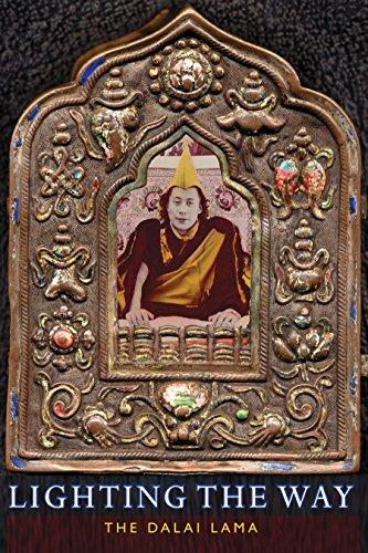 Lighting the Way -  Dalai Lama, Paperback