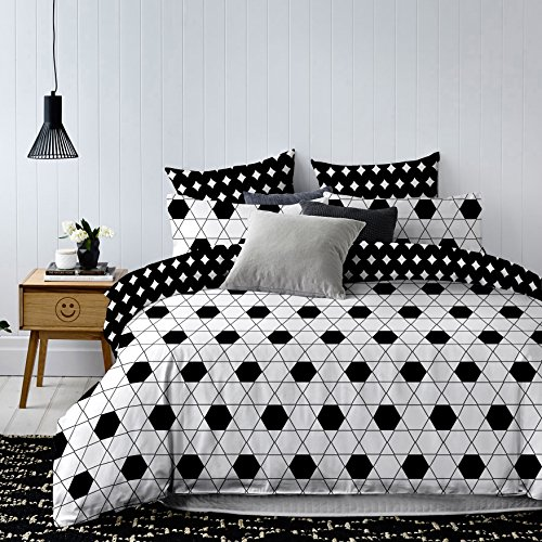 DecoKing 84755 Bettwäsche 200x200 cm mit 2 Kissenbezügen 80x80 schwarz weiß geometrisches Muster Bettbezüge Microfaser Hypnosis Harmony