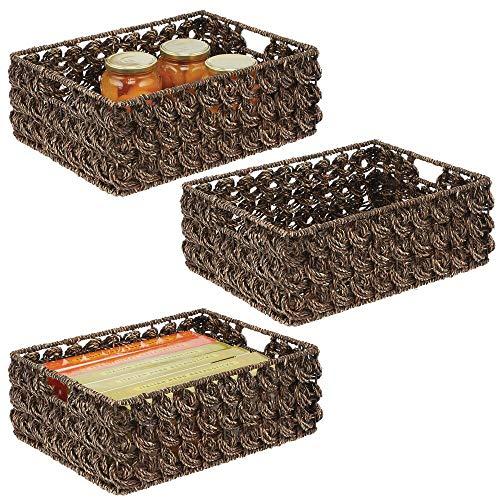 mDesign 3er-Set Aufbewahrungskorb für den Küchenschrank oder die Vorratskammer – Korb zur Lebensmittelaufbewahrung mit Tragegriffen – Schrankkorb aus Seegras und Metalldraht – braun