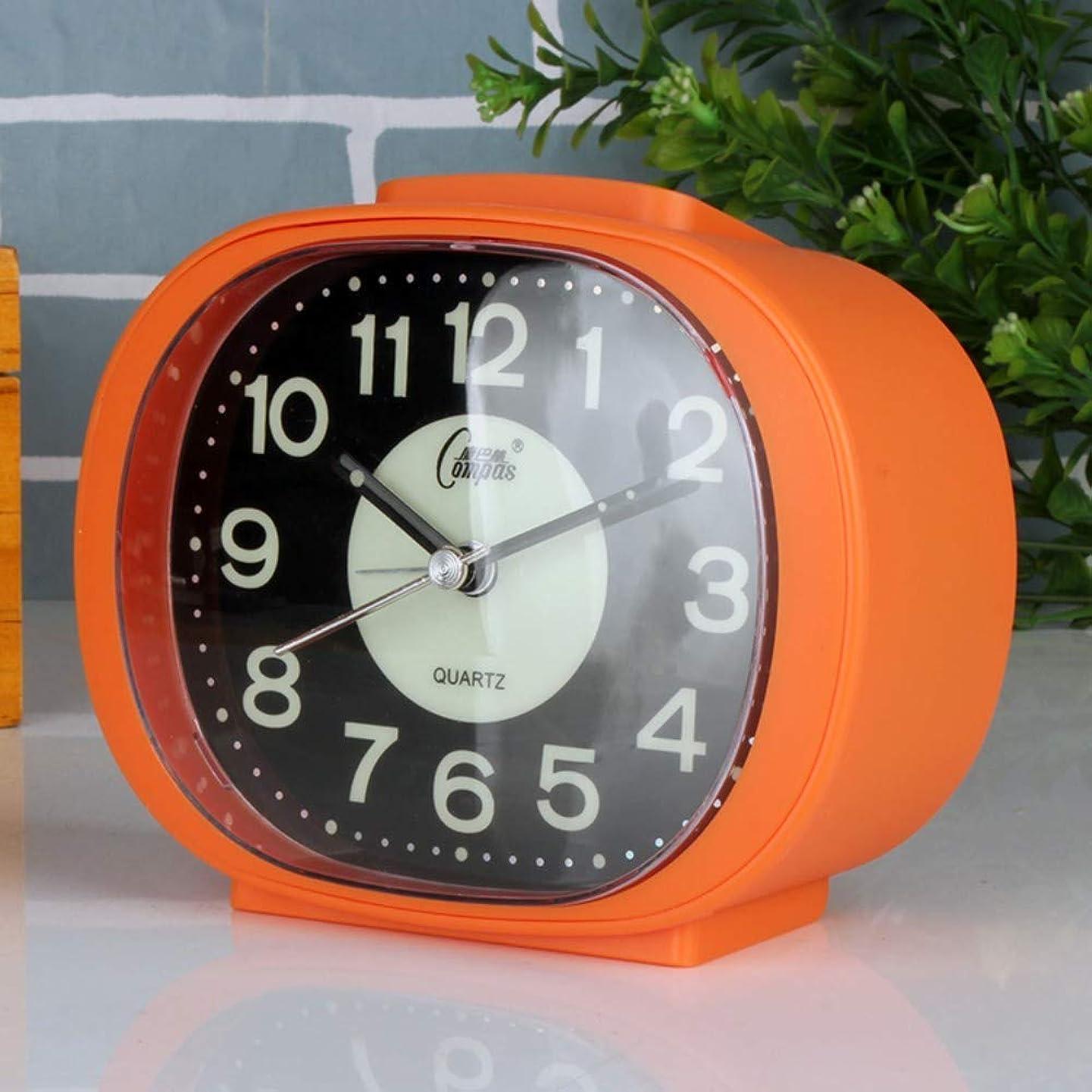 周り少しガラガラナイトライトトラベルクロックと目覚まし時計ベッドサイドバッテリ駆動の4インチの大型ダイヤルアナログクォーツ目覚まし時計なし騒音目覚まし時計