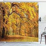 Wald Duschvorhang, warme Herbstlandschaft mit blassen Ahornblättern im Wald, November Saison, Woodlands, Stoff Badezimmer-Dekor-Set mit Haken, 183 x 183 cm, orangebraun