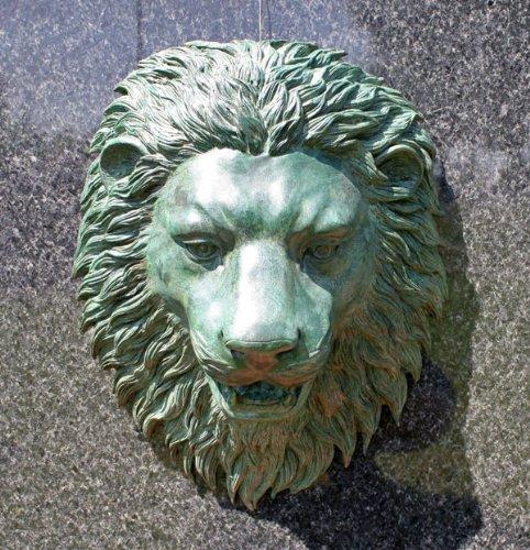 Unbekannt Bronzeskulptur Löwenkopf Wasserspeier in grün - Dekoration für den Garten - 35x42x17 cm