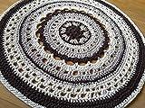 Alfombra redonda mandala hecha a mano en crochet de trapillo marrón y beige. Suave y flexible. Pieza única. Lista para envío.