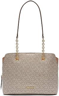 حقيبة مزينة بشعار كالفن كلاين هايلي تتميز بحجرة بثلاثة اقسام