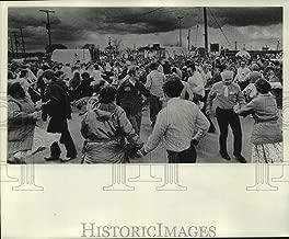 1976 Press Photo Milwaukee Square dancers entertain Bicentennial Wagon Train