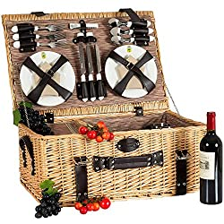 Picnic basket for 6 people with cooling compartment for ingredients for the picnic grill
