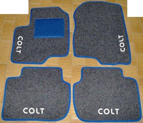 Set complet de tapis de voiture en moquette sur mesure anthracite avec bord bleu et broderie à fil blanc