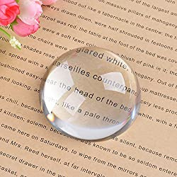 magnifier weight for elderly who read books with reading glasses