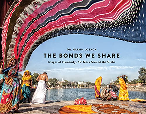 The Bonds We Share: Images of Humanity, 40 Years Around the Globe (English Edition)