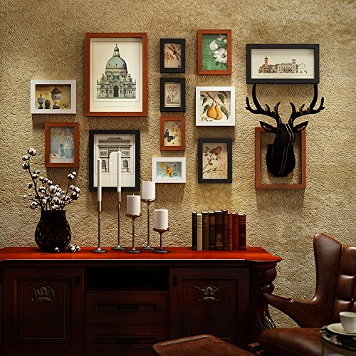 Amerikaanse foto aan de muur gemonteerde kapsalon-team. Restaurant bar ingericht met antieke muur creatieve hertenkop wand fotolijst zwart-wit combinatie van Hu