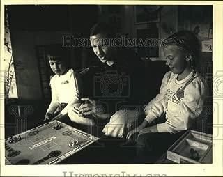 Vintage Photos 1985 Press Photo John Pagoda Plays Sorry Board Game with Kids Tracy & John M.