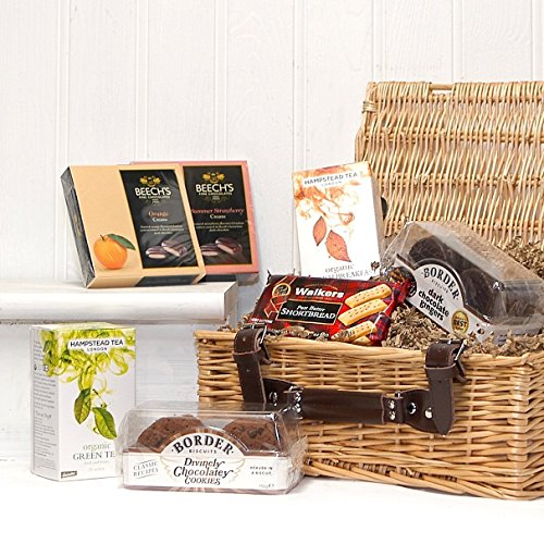 Traditional Tea and Biscuits Gift Food Hamper in a Luxury Wicker Basket - Gift ideas for Mum, Mothers Day, Birthday, Anniversary, Dad, Fathers Day, Corporate, Business gifts