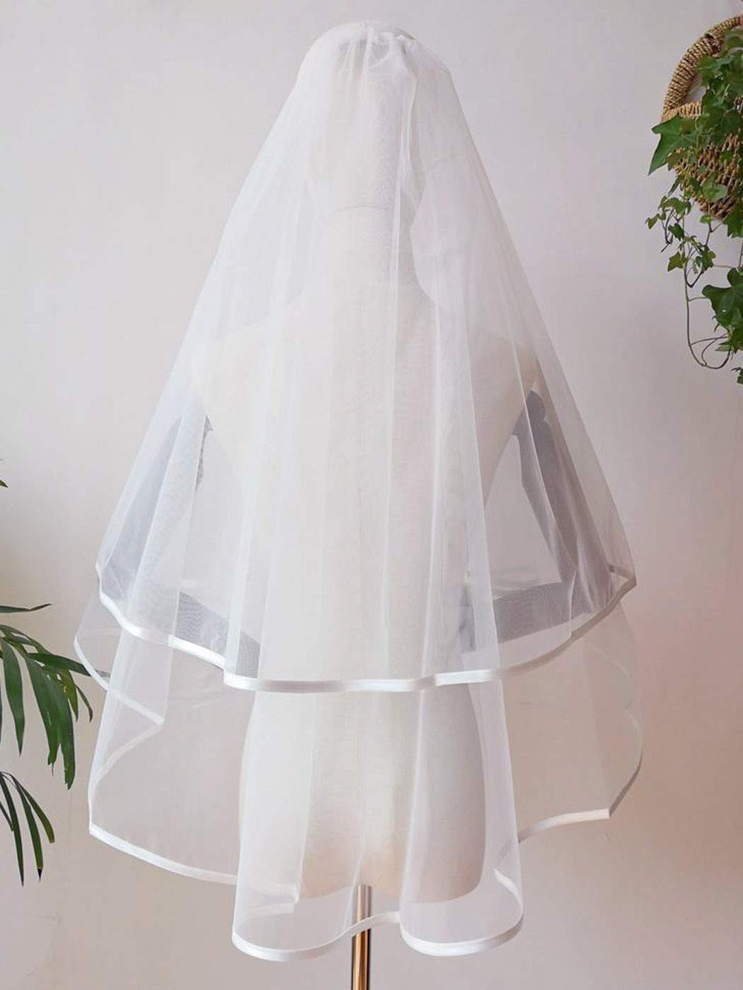 Yean 2 Tiers Bride Wedding Veil Short Elbow Length Bridal Tulle with Ribbon Edge and Comb (25.6/33.5 Inch) (White)