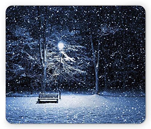 Winter Mouse Pad, Blick auf eine Bank und Laterne im Park in Dark Snowy Night Windy Storm Print, Rechteck Rechteck Rutschfeste Gummi-Mauspad, Dunkelblau Silber