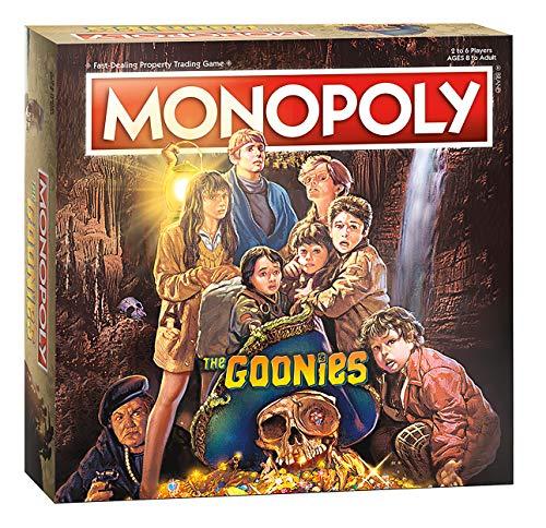 Monopoly The Goonies   Basado en la película clásica de aventura de los 80   Juego de monopolio coleccionable con lugares familiares y momentos icónicos