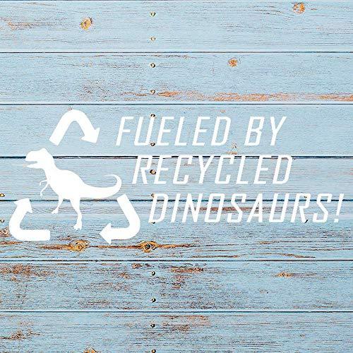 Aangedreven door Gerecyclede Dinosaurussen auto Sticker, Grappige Vinyl Auto Decal,Decor voor raam, Bumper, Laptop,Muren, Computer,thmbler,Mok, Beker, Telefoon,Vrachtwagen,Auto Accessoires