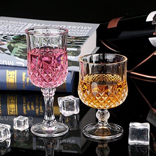 Twee loodvrije glazen diamant-rode wijnglazen, wijnchampagneglazen, cocktailglazen, cocktailglazen, cocktailglazen, whiskyglazen.