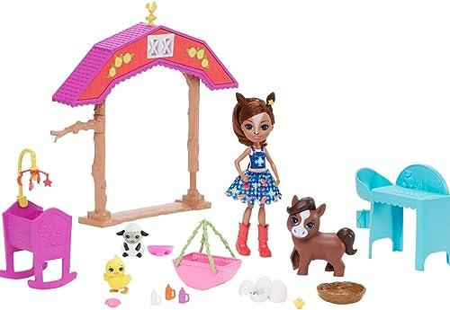 Enchantimals Coffret La Nurserie de la Ferme, Mini-poupée Haydie Jument, Figurine Animale Trotteur et + de 10 accesso...