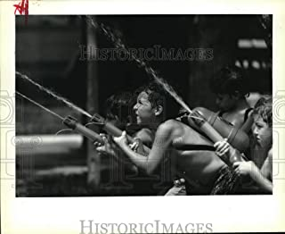 Historic Images - 1992 Press Photo Children Play with ZX 2000 Water Guns in Super Soaker Fight