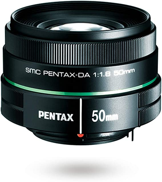Pentax Smc DA 50 mm F/1.8 Objetivo con Focal 76.5 mm (Equivalente en 35 mm) Increíble Valor de Apertura F y Diafragma Circular para un Bonito Efecto Bokeh en Retratos y Paisajes Ligero Negro