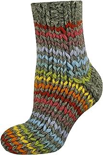 Calcetines de lana tejidos en diseños coloridos