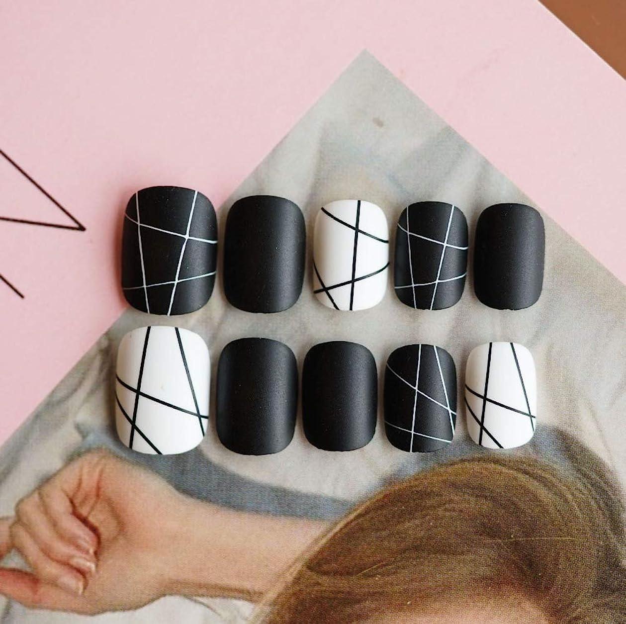 瞑想ドレイン手術XUTXZKA 家のための24個のブラックホワイトラインフェイクネイルズノーマルスクエアマットステッカー