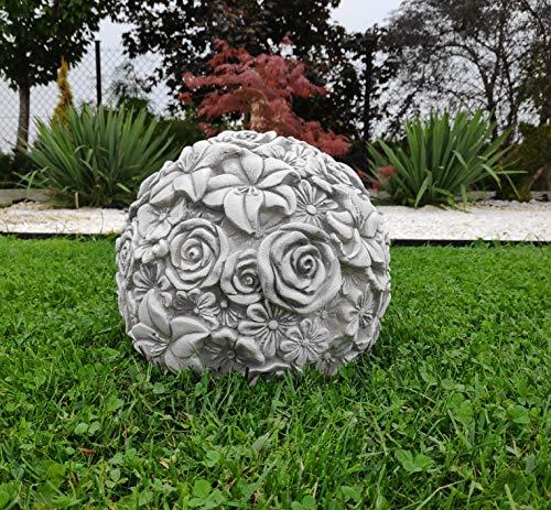 Ungewöhnliche Dekoration für Haus/Garten Eine Betonkugel mit Blumen