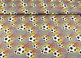 Swafing Steinbeck Stoff mit Fußbällen als Feuerball auf grauem Baumwoll-Jersey aus 95% Baumwolle und 5% Elasthan mit 220g/m² als Stoff-Meterware ab 25 cm