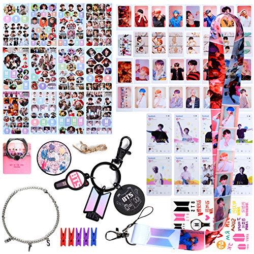 BTS Fans Geschenk Set, BTS Geschenk Set für Army - 32 BTS Lomo Cards / 12 BTS Stickers / 8 BTS Transparent Cards / 1 BTS Brackets / 1 BTS Keychain / 1 BTS Lanyard / 1 Bracelets / 1 Tattoo Stickers