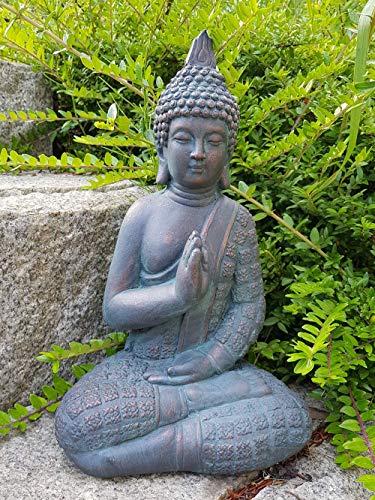 Sitzender Buddha für den Innen- und Außenbereich(frostfest), Statue als mediativer Ruhepunkt im Garten oder Raum, Steinfigur, Deko-Figur mit 33 cm Höhe