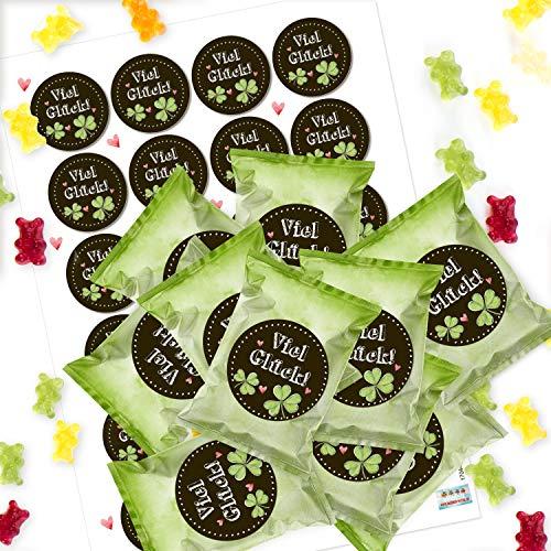 Logbuch-Verlag 24 kleine Süßigkeiten VIEL GLÜCK Mini-Geschenke Gummibärchen in Tütchen grün Kleeblatt Glücksbringer Silvester