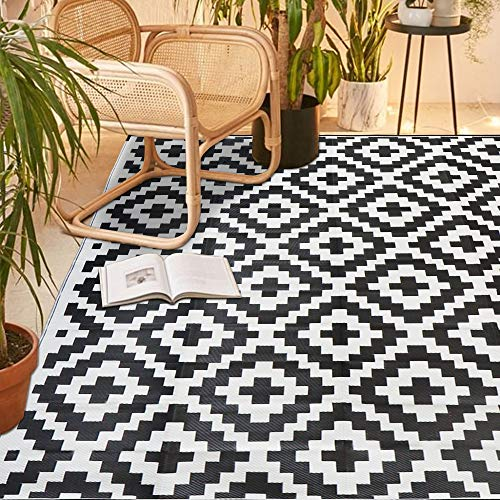 SAND MINE Reversible Mats, Plastic Straw Rug, Modern Area Rug, Large Floor Mat and Rug for Outdoors, RV, Patio, Backyard, Deck, Picnic, Beach, Trailer, Camping (5  x 8 , Black & White Lattice)