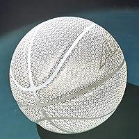 Le basketball est un basketball composé de caoutchouc de qualité supérieure idéal pour une utilisation extérieure intérieure. La surface de grains de caoutchouc spéciale garantit un rebond parfait, offre la meilleure adhésion pour lancer, passer et d...