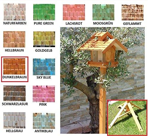 Vogelhaus+Ständer-Futterhaus-K-VOVIL4-MS-dbraun002 Großes PREMIUM-Qualität,Vogelhaus,KOMPLETT mit Ständer wetterfest lasiert, WETTERFEST, QUALITÄTS-SCHREINERARBEIT-aus 100% Vollholz, Holz Futterhaus für Vögel, MIT FUTTERSCHACHT Futtervorrat, Vogelfutter-Station Farbe braun dunkelbraun schokobraun rustikal klassisch, Ausführung Naturholz MIT TIEFEM WETTERSCHUTZ-DACH für trockenes Futter