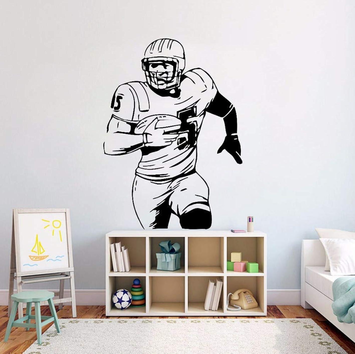 姿勢うぬぼれ動Ansyny ?アメリカンフットボールの壁ビニールステッカーボールスポーツ活動壁デカールキッズルームの装飾取り外し可能なフットボール選手の壁壁画42 * 58センチ