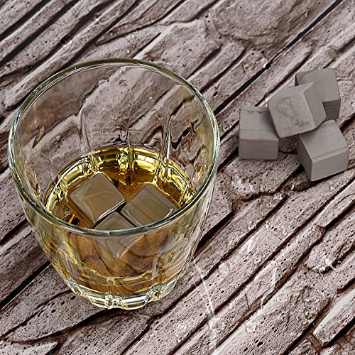 Navaris 9X Whisky Steine aus Granit - Kühlsteine Set Whiskey Stones - Eiswürfel für Rum Scotch Getränke - Whiskeysteine mit Holzbox und Samtbeutel - 2