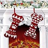 Calze natalizie set di 2: calze a forma di osso con zampe e ossa su di esso con motivo festivo di renne danzanti accentate e tag foto vuoti per aggiungere la foto del tuo animale domestico. Fai sapere al tuo cane e al tuo gatto che li ami lo stesso, ...