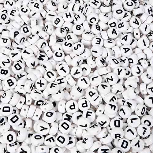 TOAOB 600 Stück 4x7mm Weiß Buchstabenperlen Rund Acryl Perlen mit Schwarz Buchstaben A bis Z für Armbänder Halsketten Schmuckherstellung