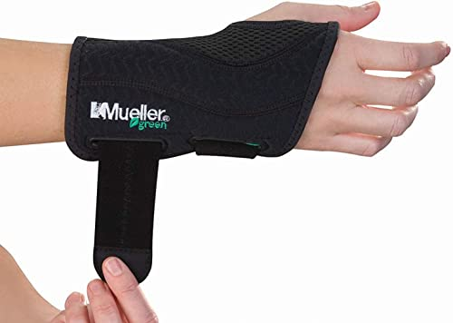 Mueller Green Fitted Wrist Brace for Right Hand, Black Small/Medium