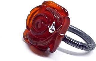 Grande e straordinario anello con preziosa agata arancione a forma di rosa da 19,4 carati intagliata a goccia in argento s...