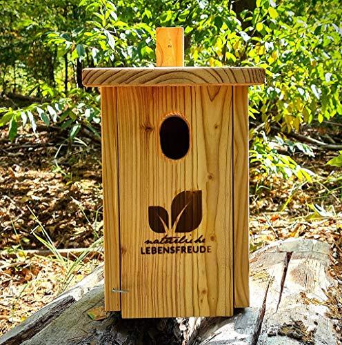 Natürliche Lebensfreude - Nistkasten für Rotschwänze nach NABU aus Deutschland inkl. 2 Alu Nägel -100% Handarbeit - Lärche Massivholz aus dem Schwarzwald - Einflugloch Oval 48x32mm