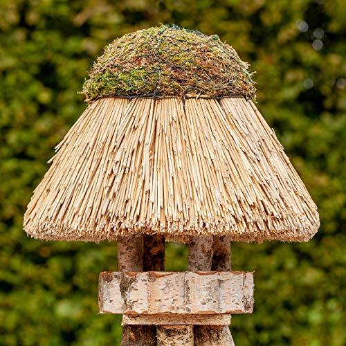 VOSS.garden Vogelhäuschen Amrum mit Reetdach, Naturbelassene Birke 24cm große Futterplatte, Vogelhaus Futterstation Naturbelassene Vogelfutterstation