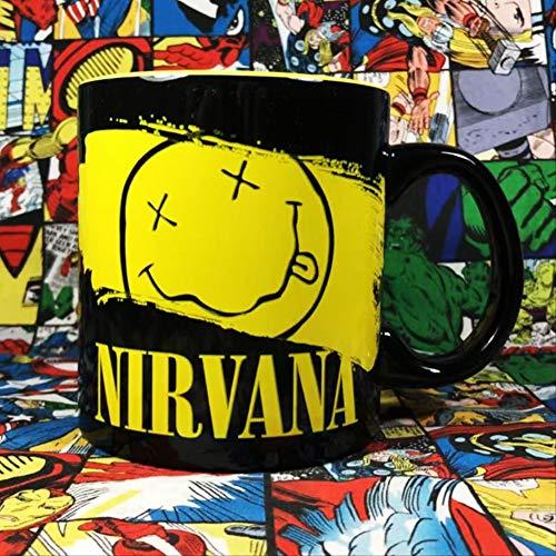 Nirvana Nirvana Rock Band Omringd door Leuke Cartoon Geel Smiley gezicht Keramische mok