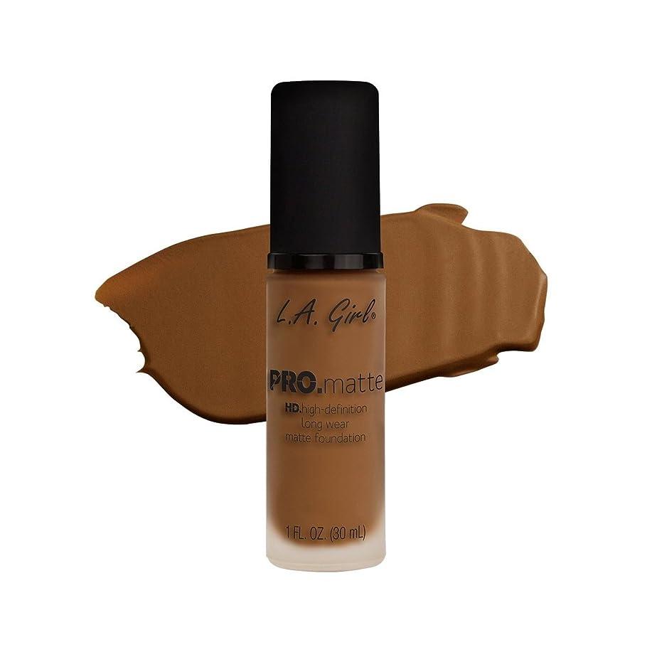日の出合わせてヒギンズ(6 Pack) L.A. GIRL Pro Matte Foundation - Nutmeg (並行輸入品)