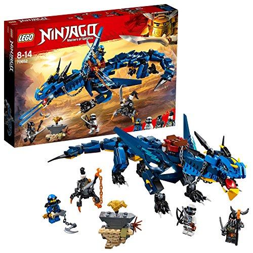 Include 4 minifigure Lego NINJAGO: Jay, Zane, Strisciaragno e Muzzol Il Dragone della tempesta è dotato di sella per minifigure rimovibile con redini, mascelle apribili con 2 shooter spara-saette a molla, collo, ali, gambe e piedi snodabili, più una ...