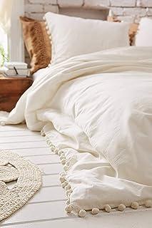 Funda de algodón con flecos y pompones blancos de 218,4 x 228,6 cm.