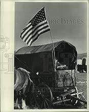 1976 Press Photo Gene Anderson at Bicentennial Wagon Train encampment, Wisconsin
