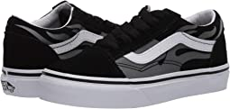 (Suede Flame) Black/True White