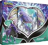 Régnez sur les contrées enneigées et sur l'obscurité avec deux formes de Sylveroy-V ! Sylveroy-V associe deux types de pouvoirs et traverse glace et ombres au grand galop sur son fidèle destrier ! Renforcez votre collection avec ce Pokémon royal et r...