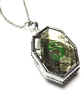GSC Moda Harry Potter Voldemort Horcrux Salazar Slytherin Locket Necklace Opens Prop